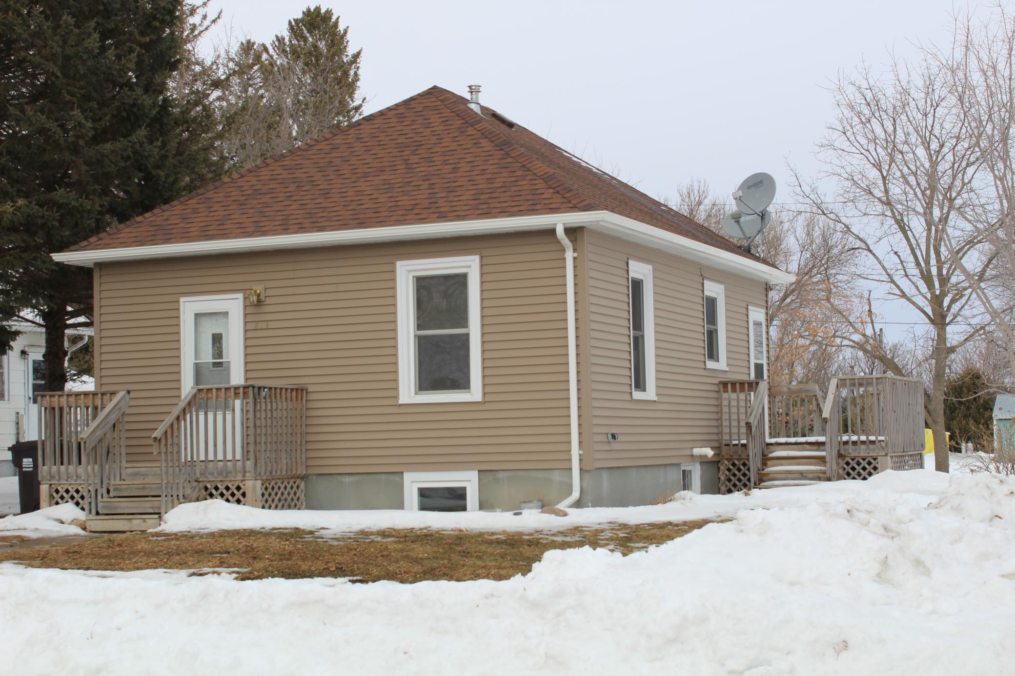 231 Beech Street E Property Photo