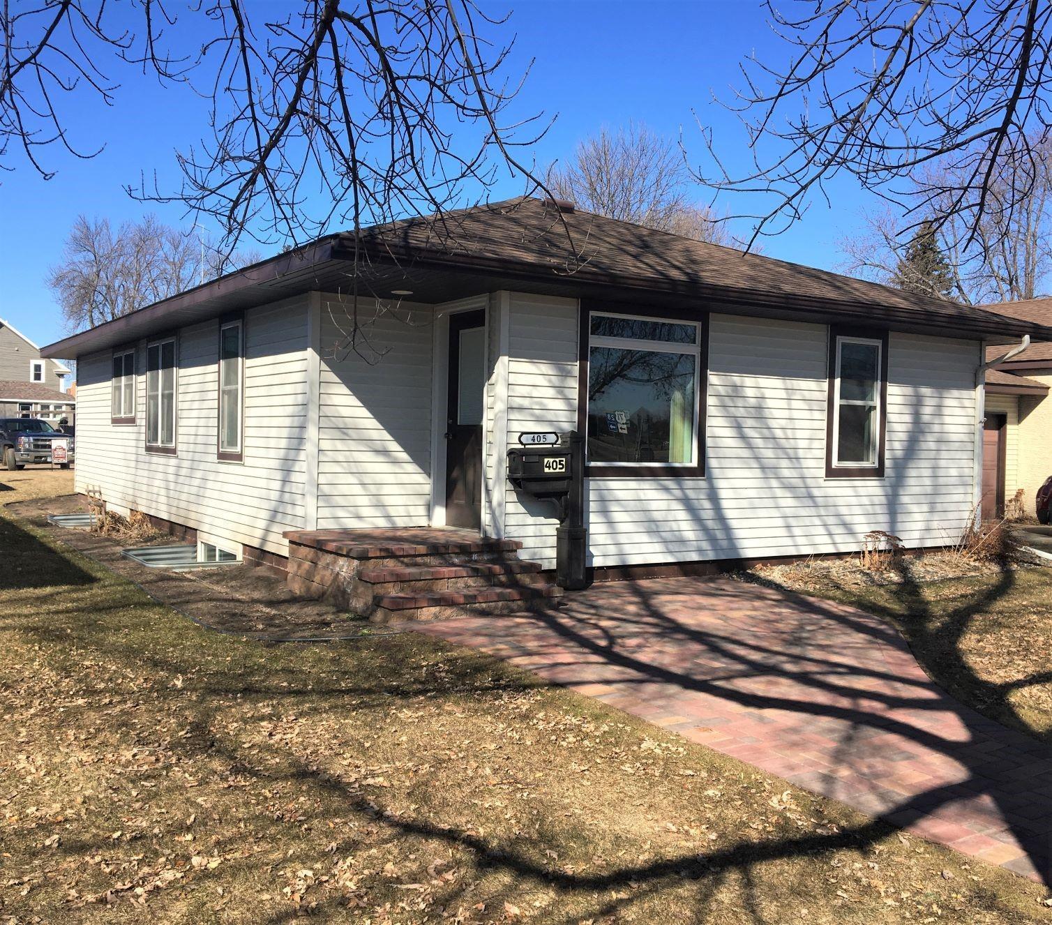 405 Main Street N Property Photo