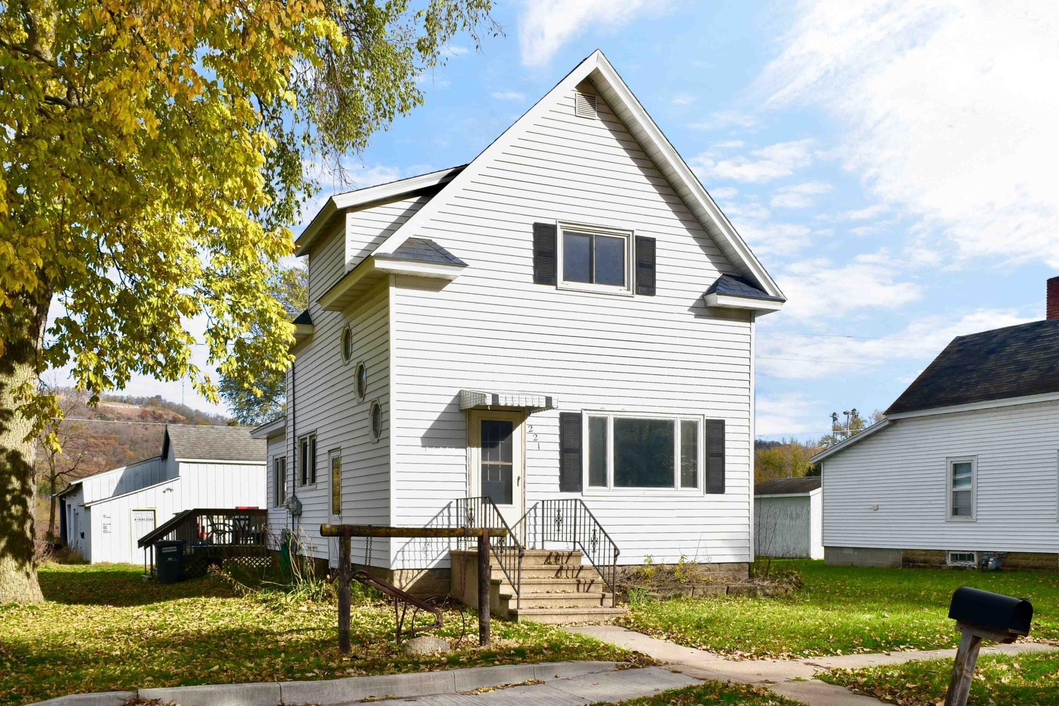 221 W Cedar Street Property Photo