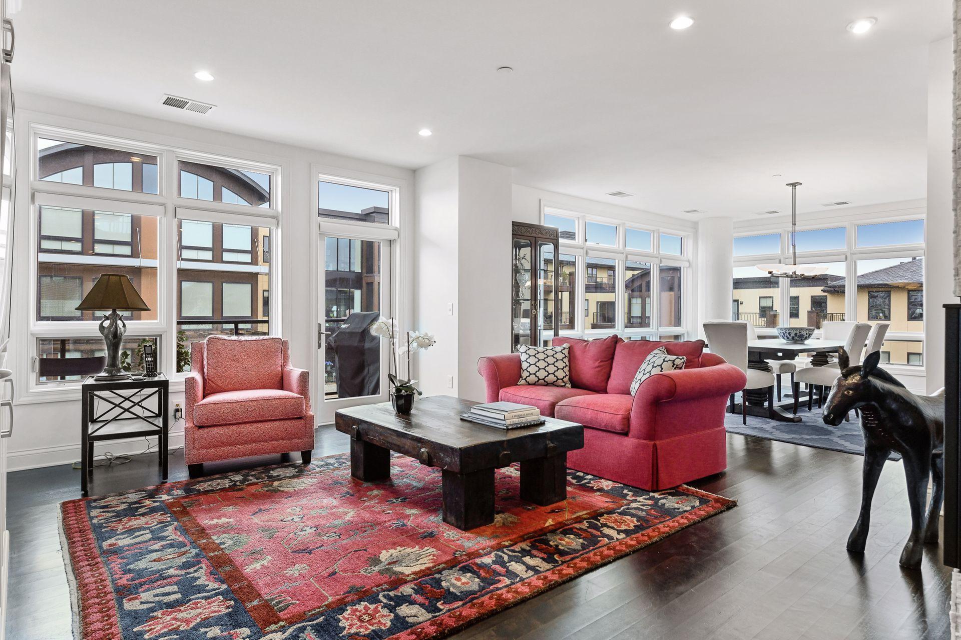 875 Lake Street N #304 Property Photo