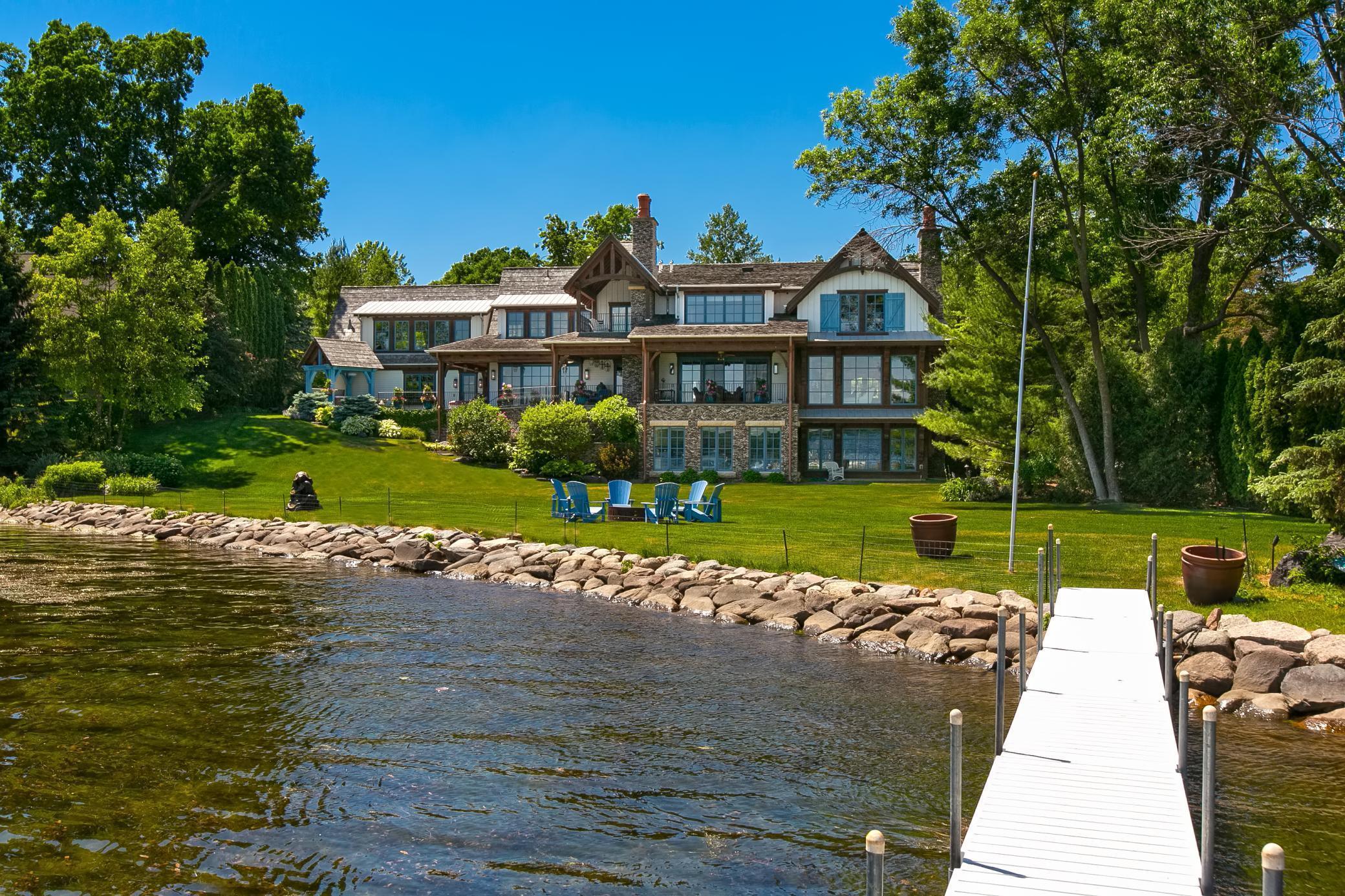2303 Huntington Point Road E Property Photo 1