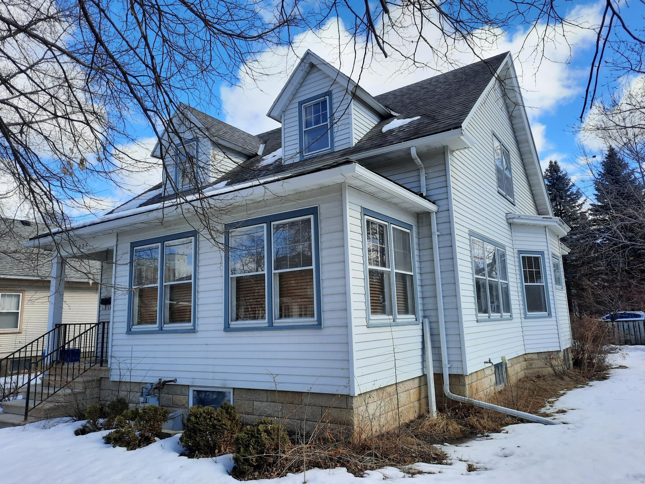 226 Grand Street Property Photo 1