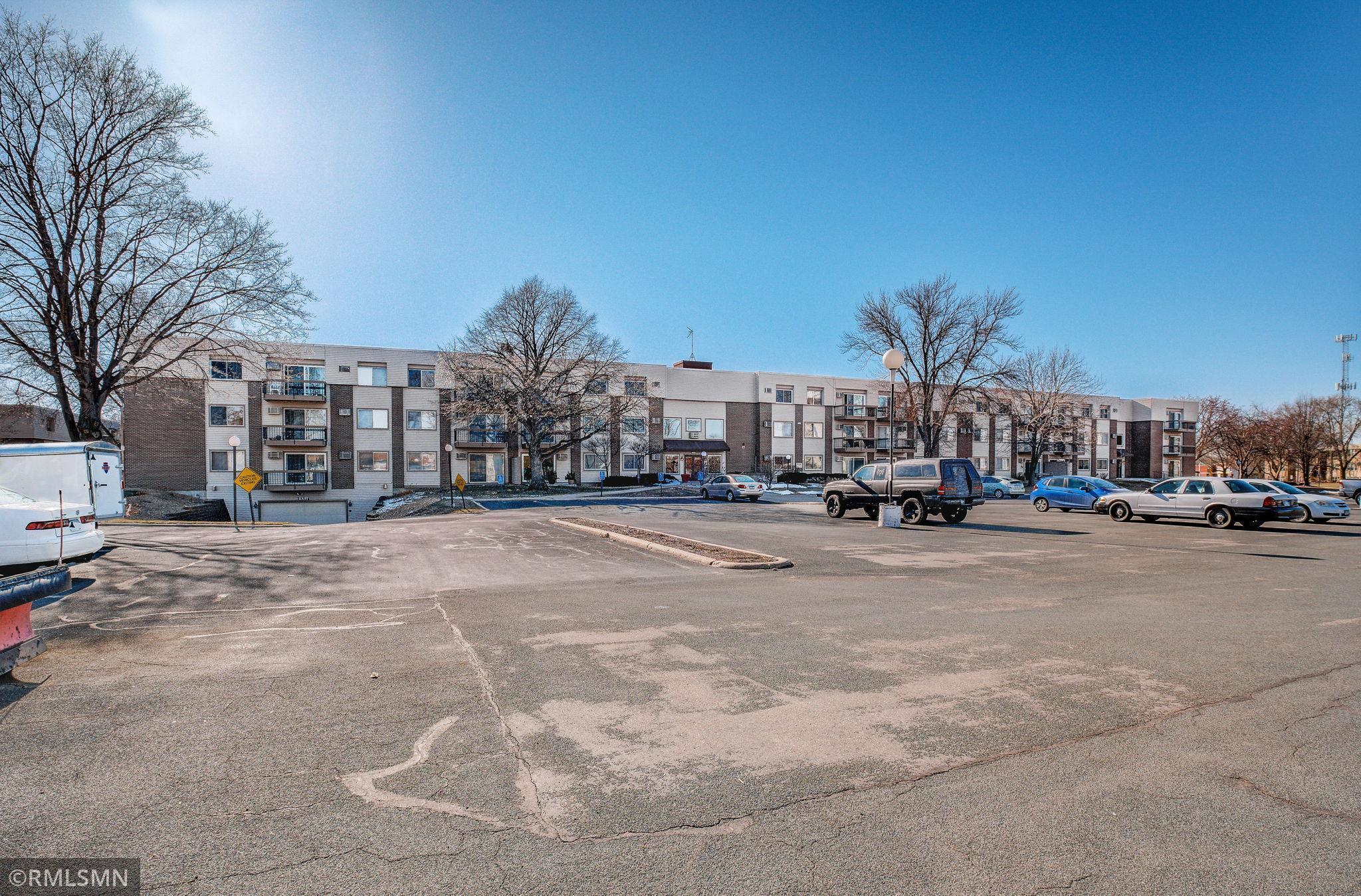 2800 Hillsboro Avenue N #203 Property Photo