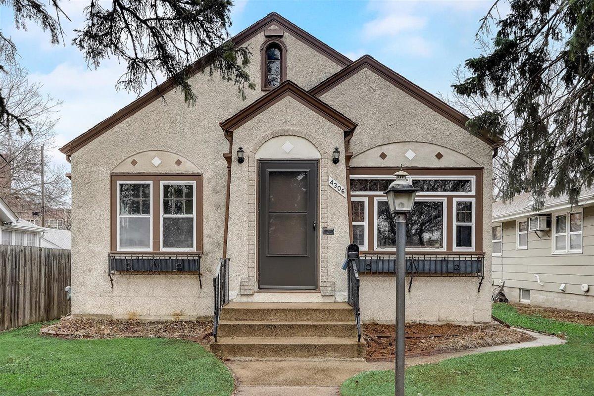 4306 Oliver Avenue N Property Photo