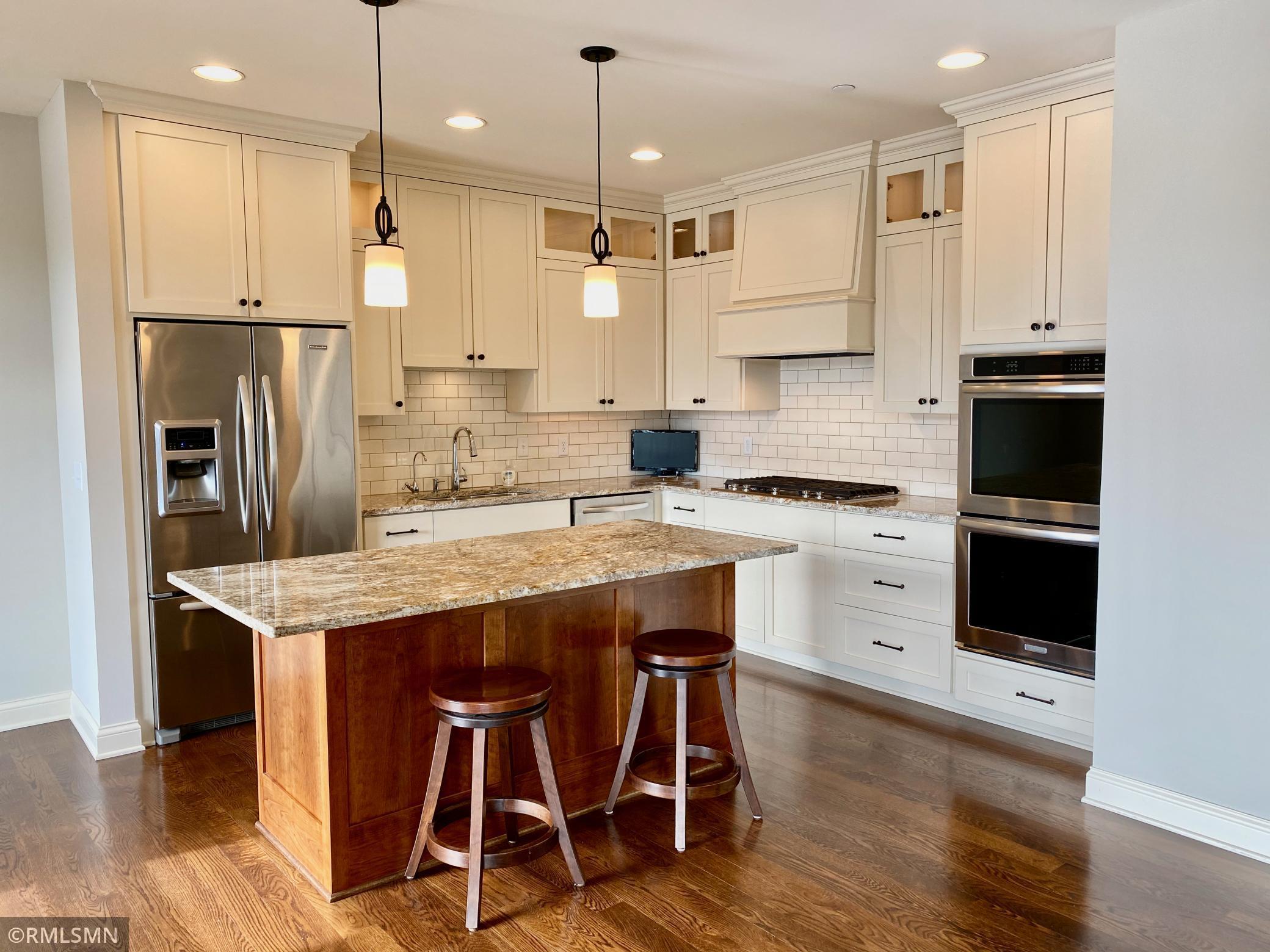875 Lake Street N #208 Property Photo