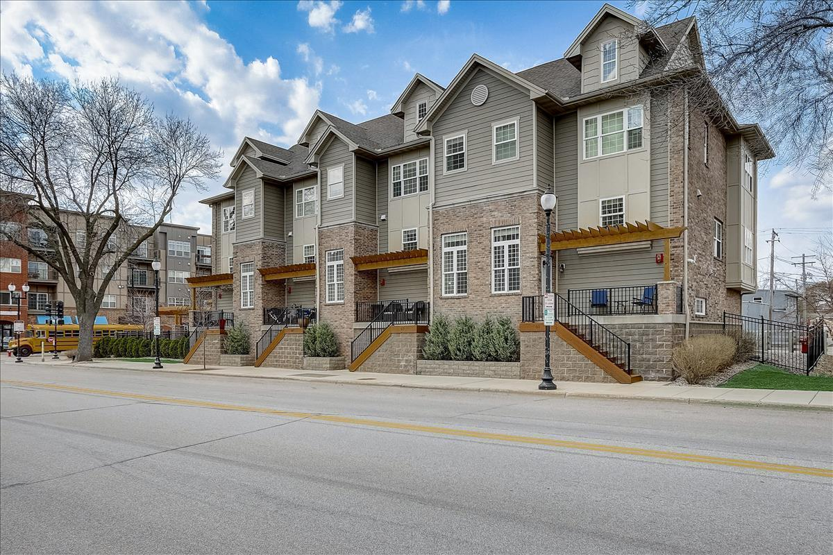 615 Mainstreet Property Photo