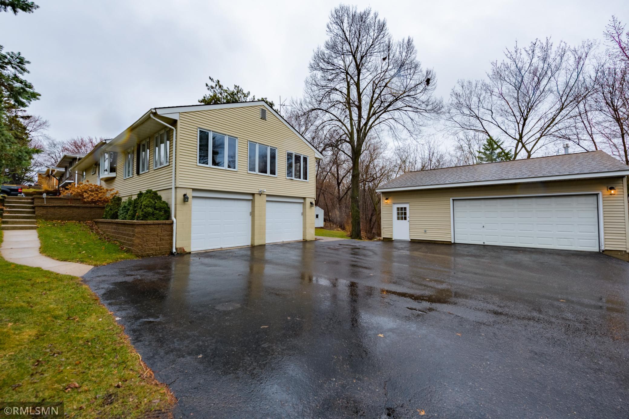2027 Greenbrier Street Property Photo