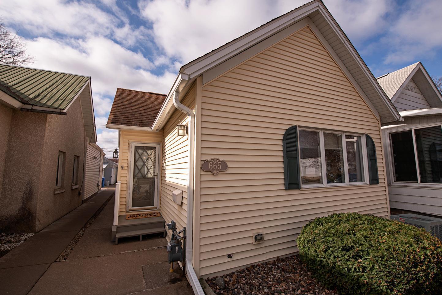 665 E 8th Street Property Photo