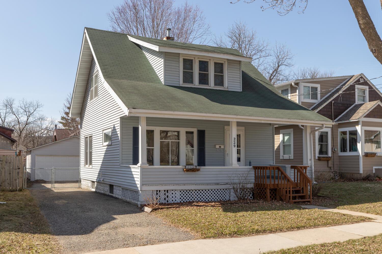 229 10th Avenue Se Property Photo