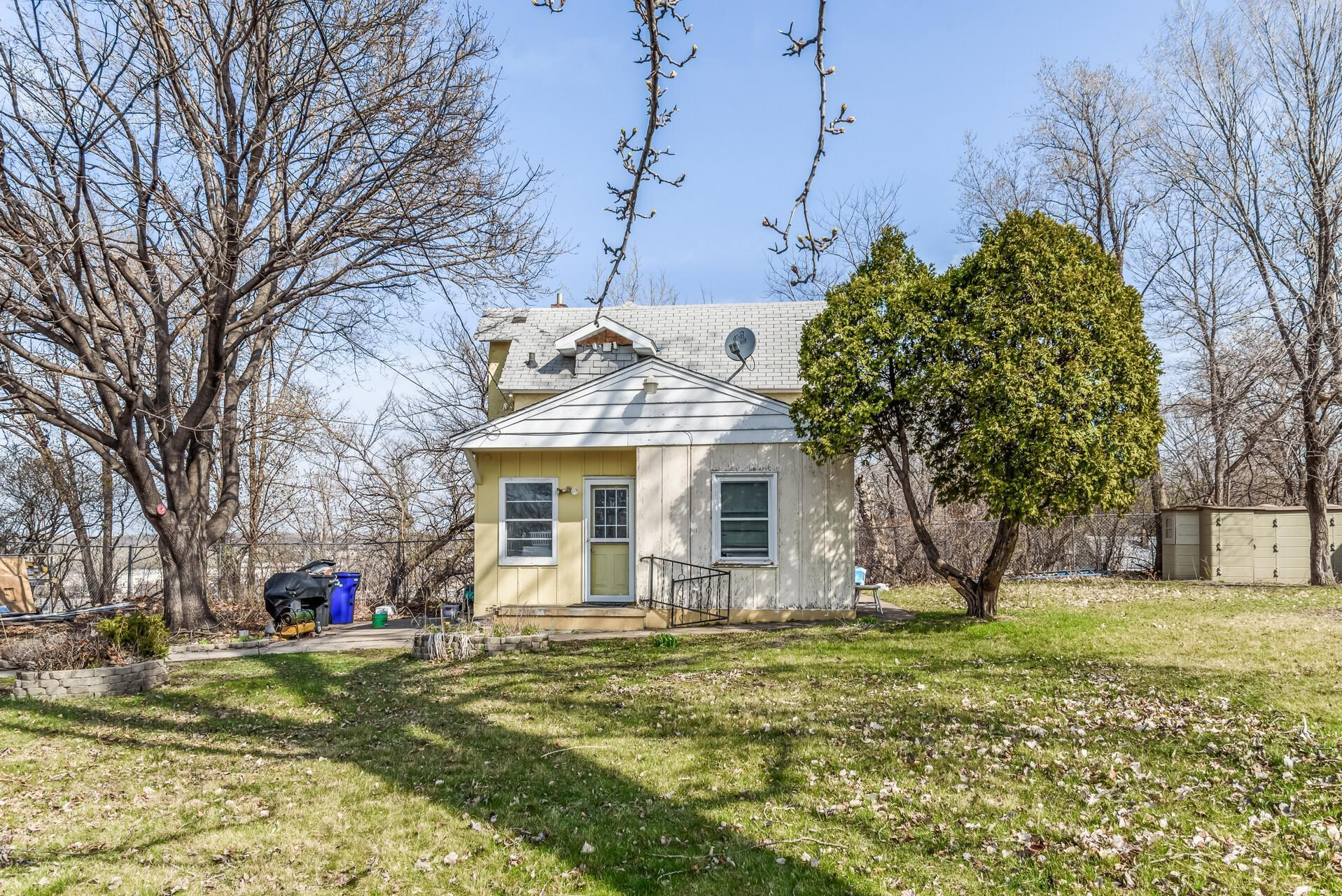 324 Jessamine Avenue E Property Photo