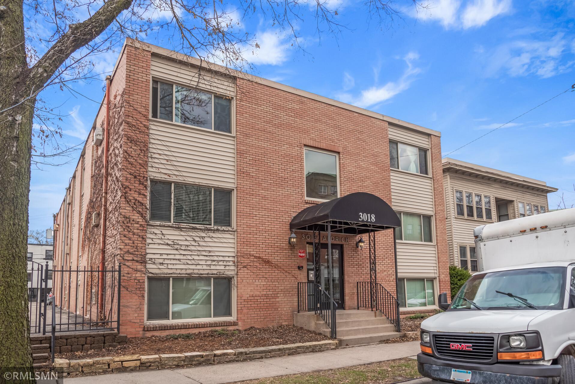 3018 Aldrich Avenue S #4 Property Photo