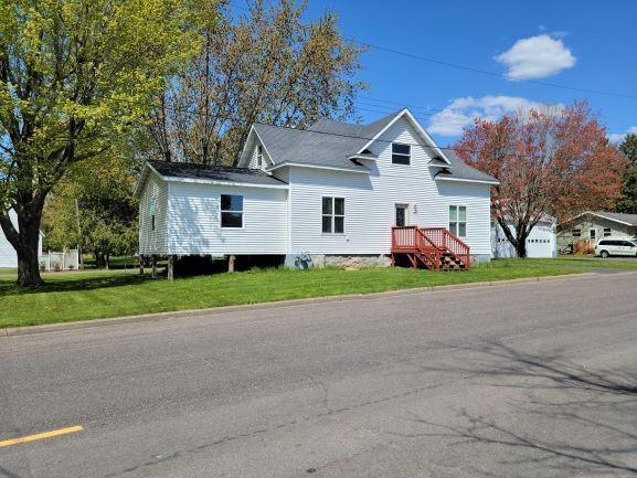 121 Maple Street N Property Photo 1