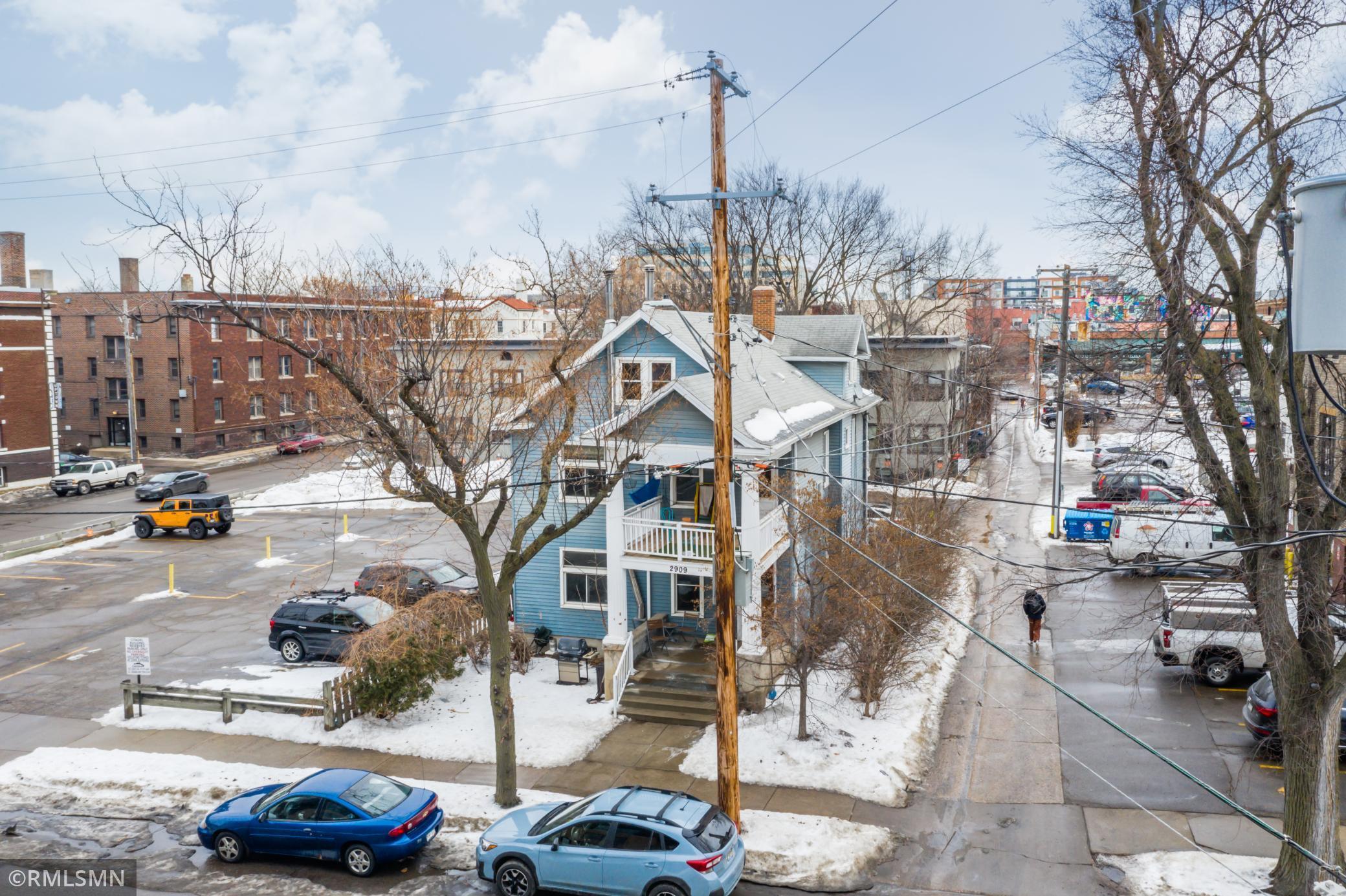 2909 Irving Avenue S Property Photo