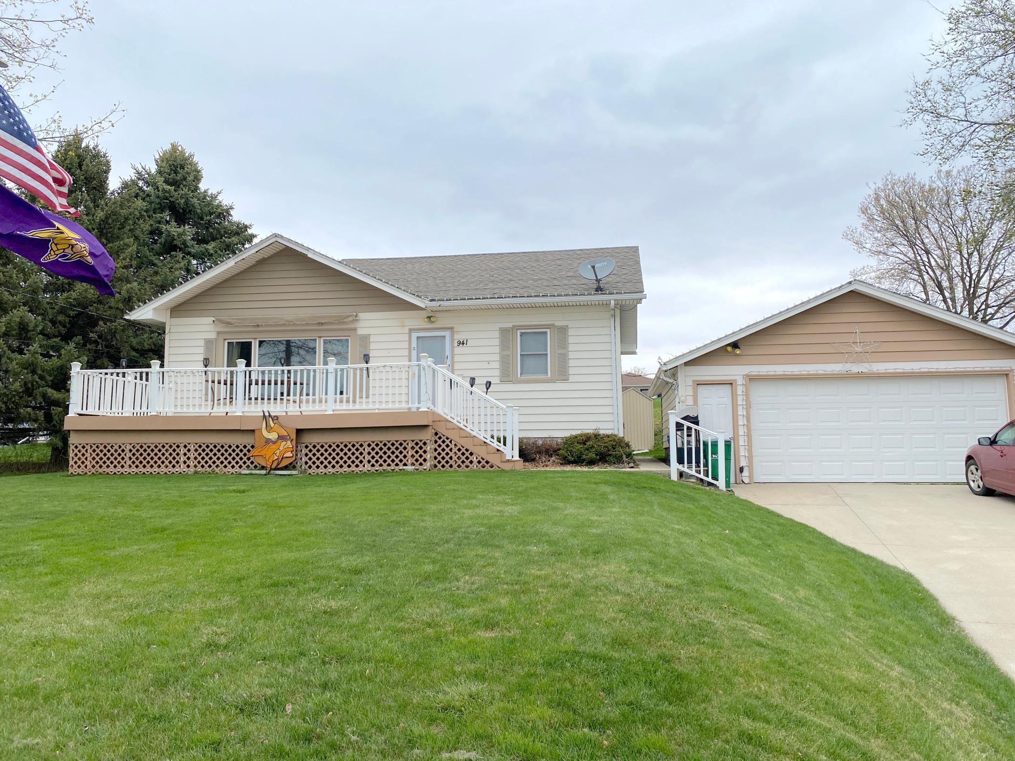 941 N Shore Avenue Property Photo 1