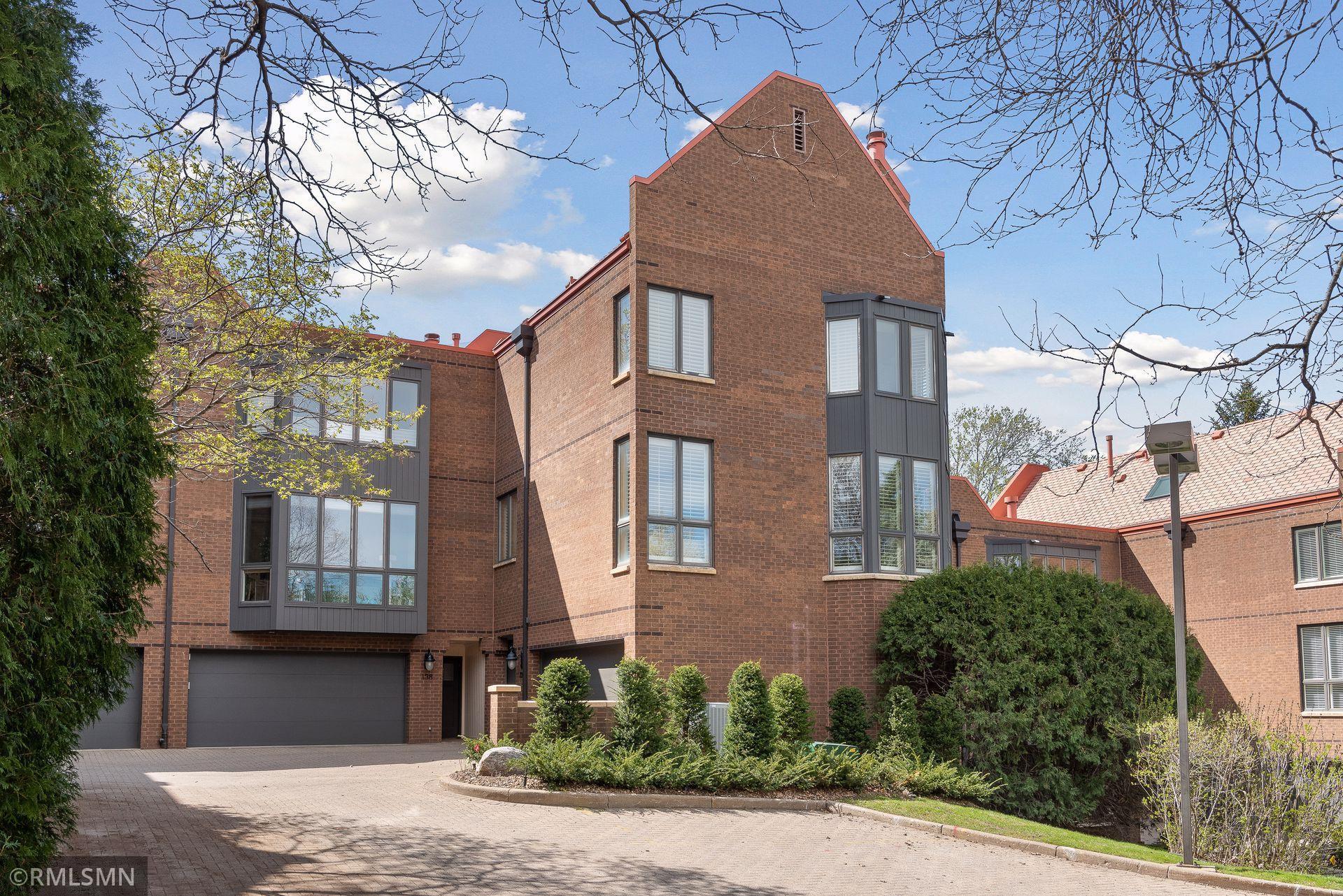 136 Groveland Terrace Property Photo