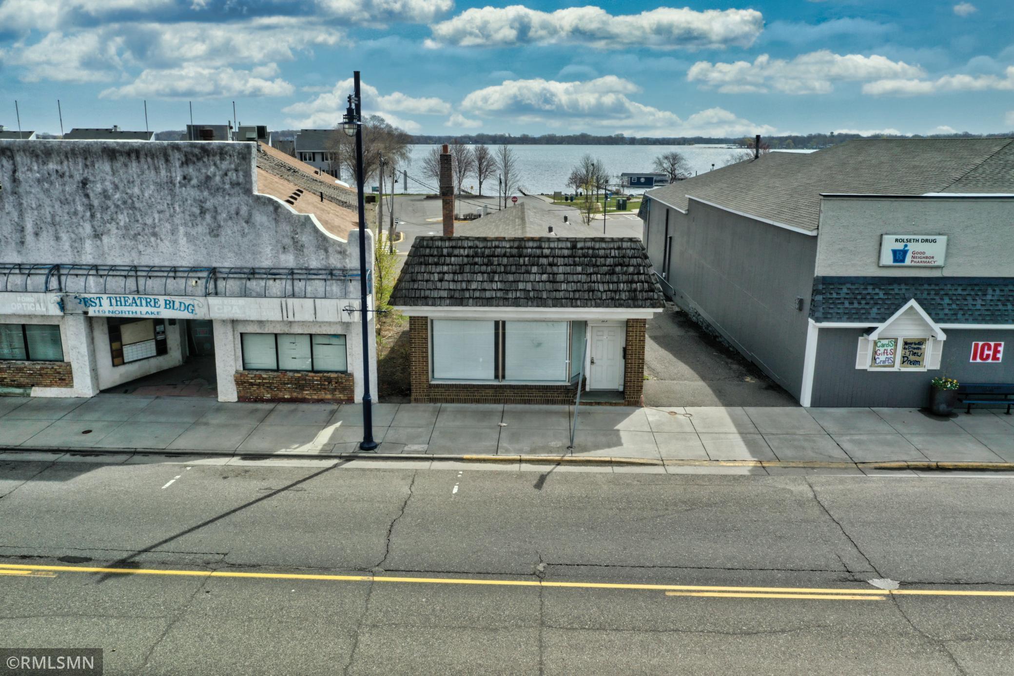 115 Lake Street N Property Photo