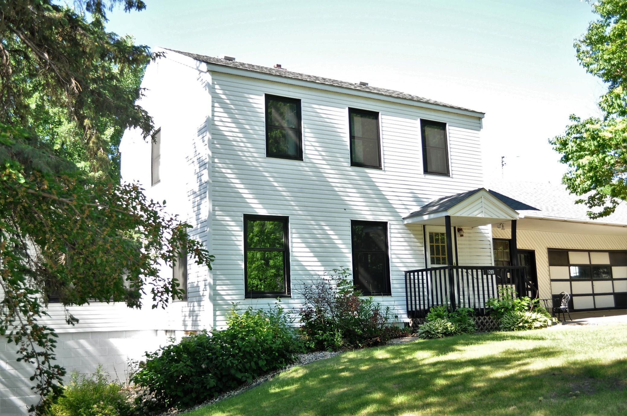 1205 E Lincoln Avenue Property Photo 1
