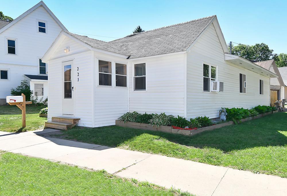 221 W Mill Street Property Photo 1