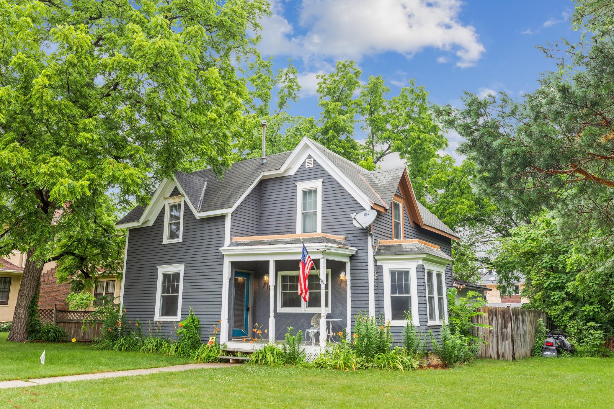 512 Belle Street W Property Photo 1
