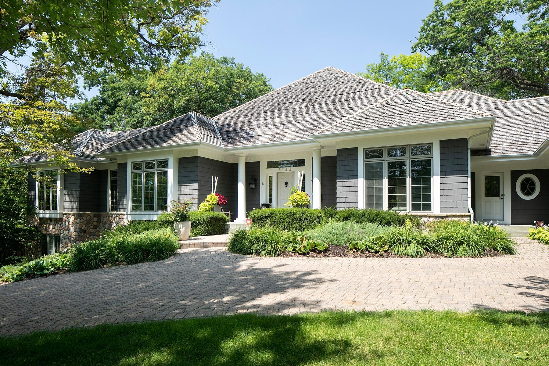 5132 Mirror Lakes Drive Property Photo 1