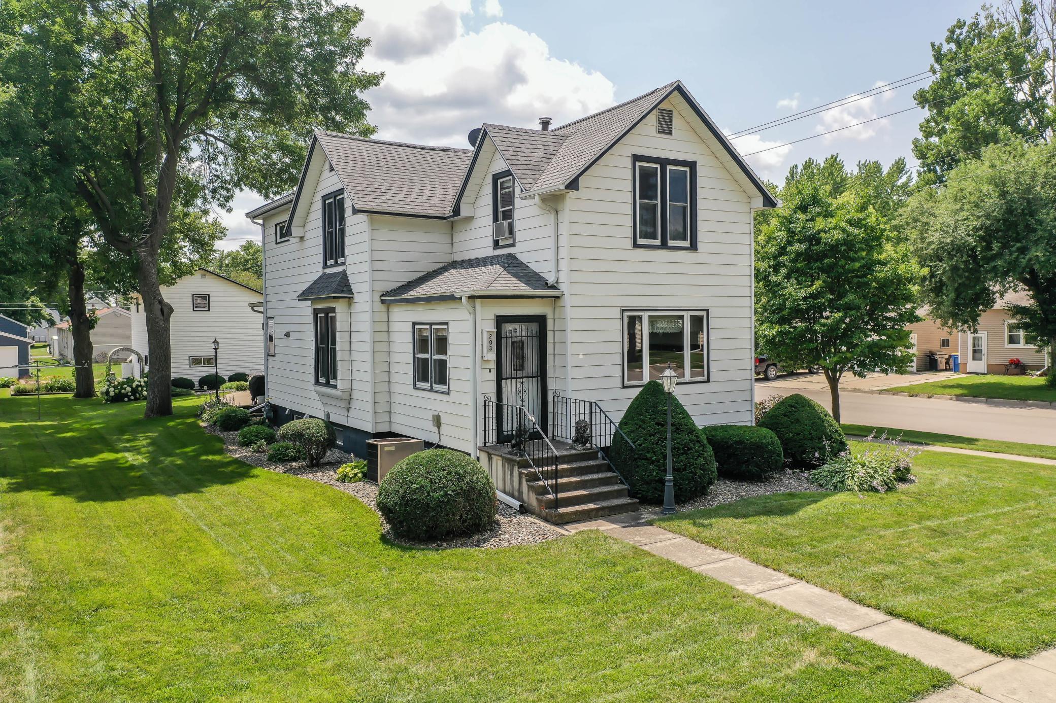 203 1st Street Se Property Photo 1