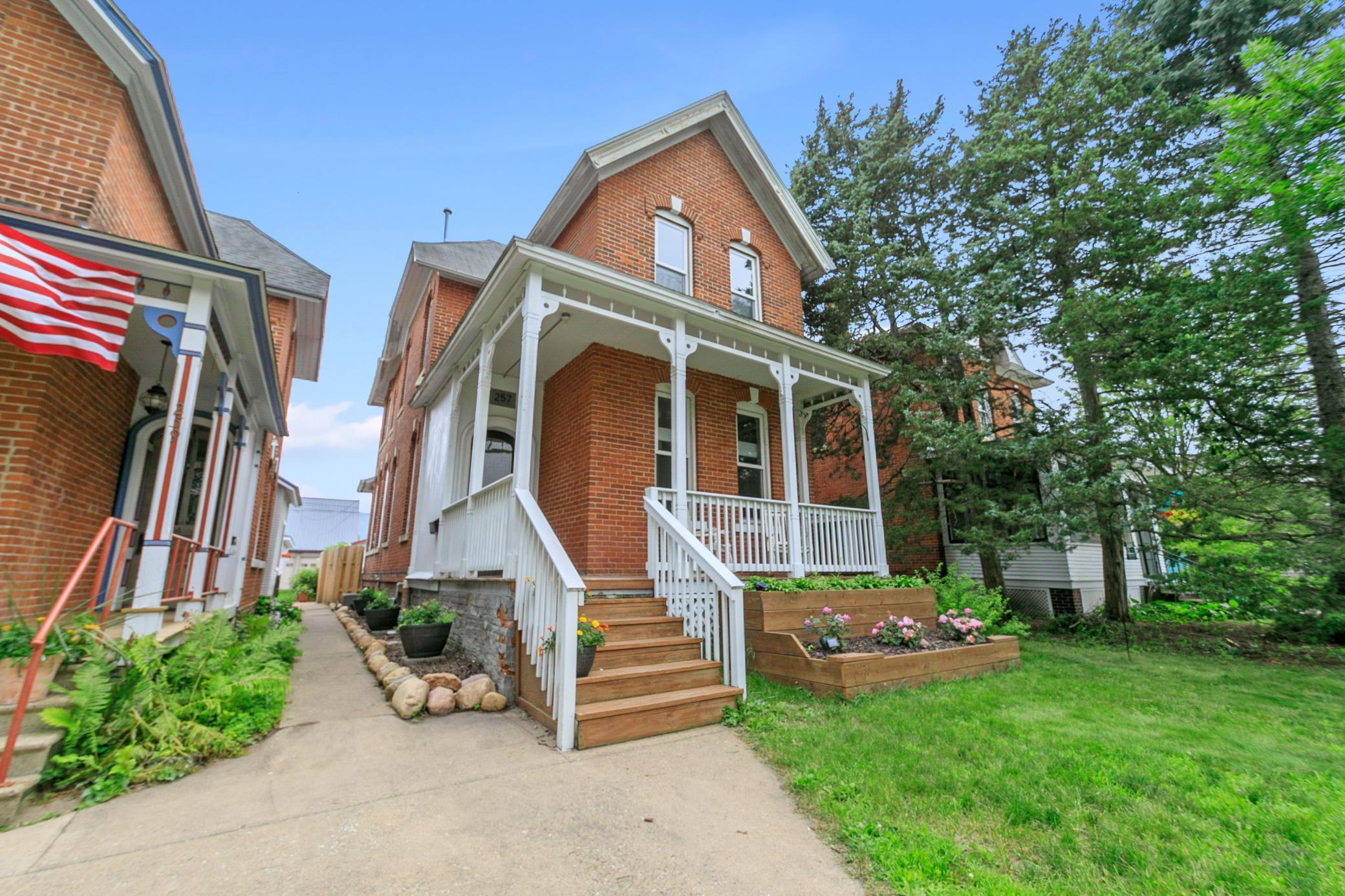 257 E 7th Street Property Photo 1