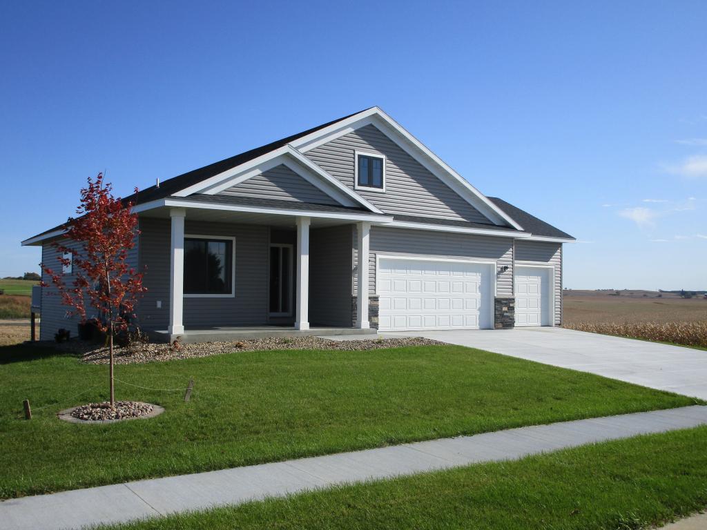 1390 Pine Ridge Ne Property Photo