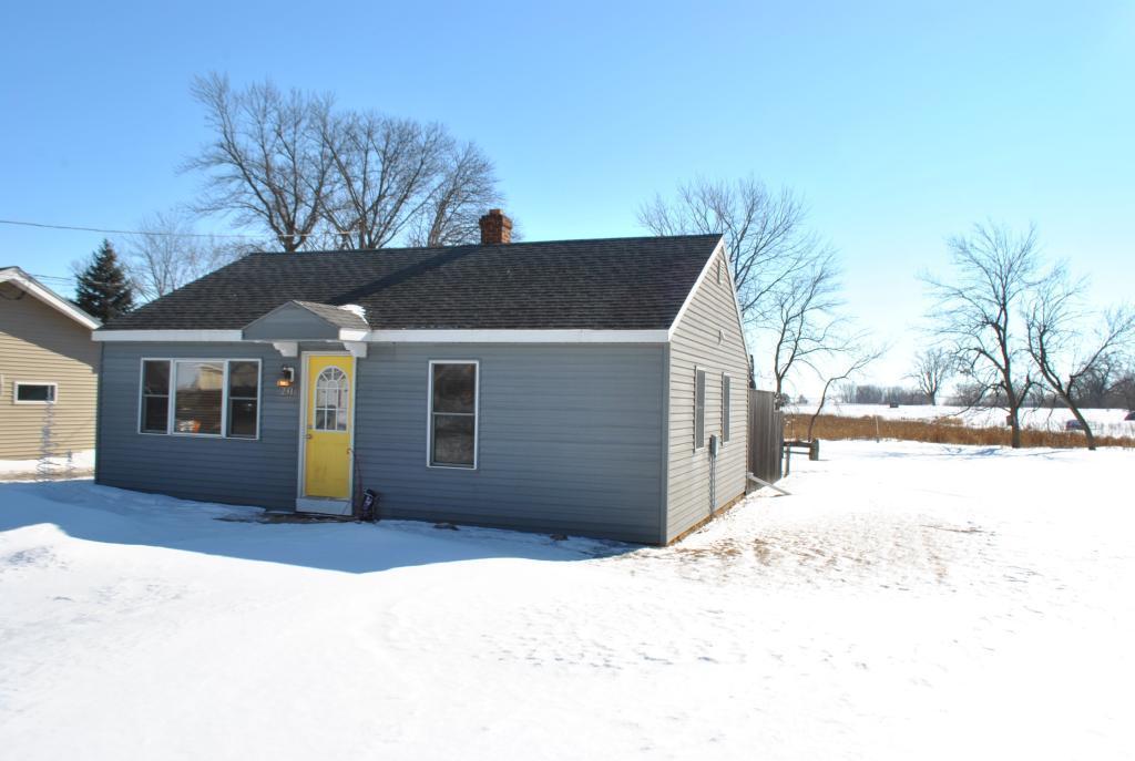 231 2nd E Property Photo