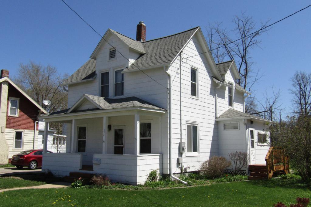 114 8th Se Property Photo