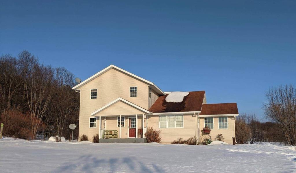 S2555 Rockie Property Photo