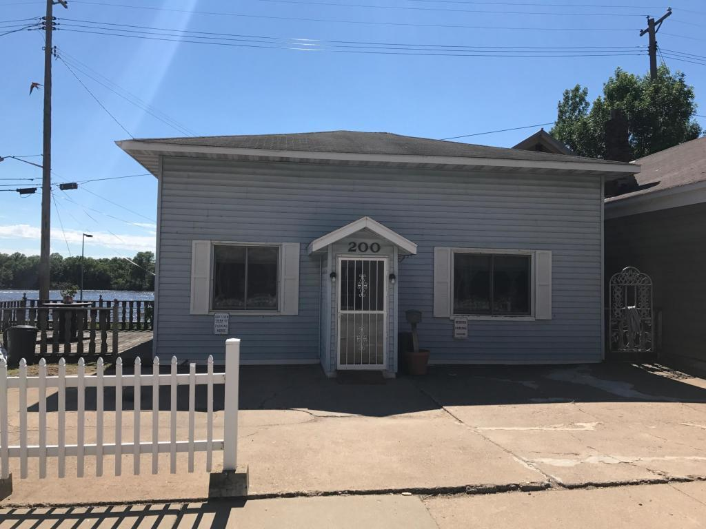 200 N Main Street Property Photo