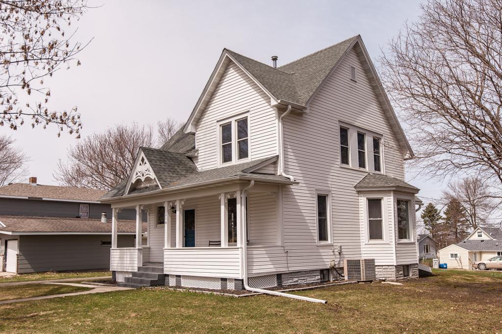 216 2nd W Property Photo