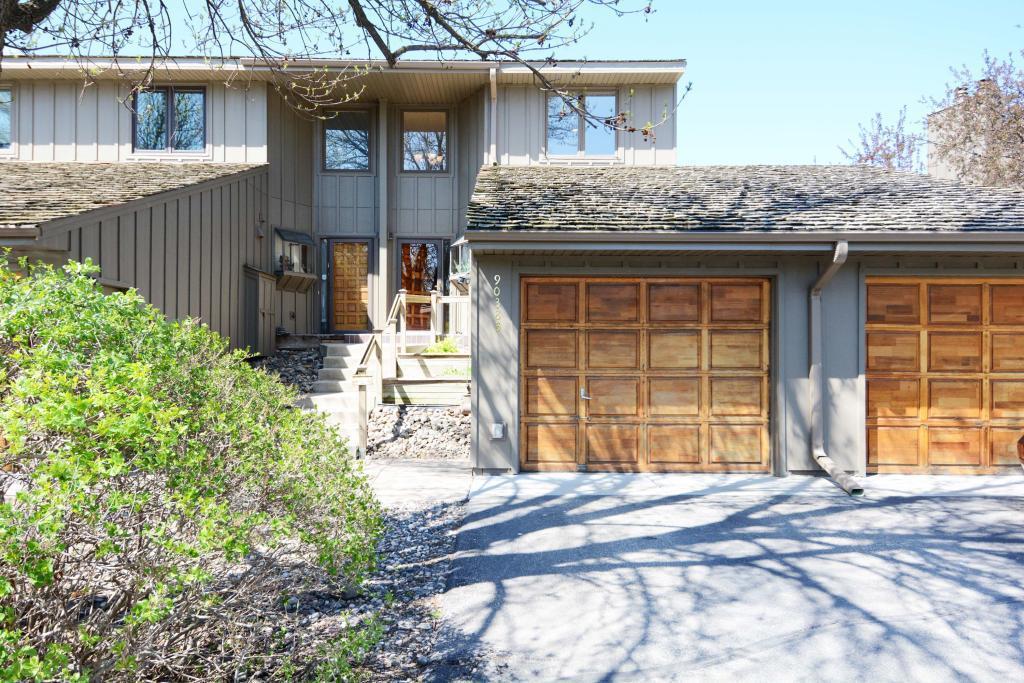 9038 Neill Lake #b Property Photo