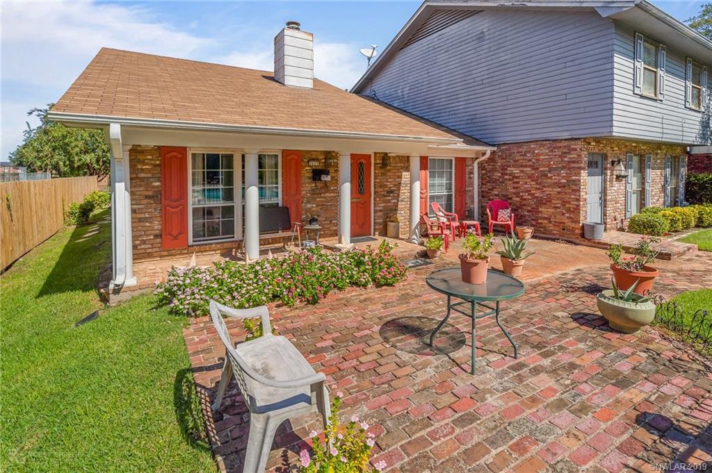 2625 Village Lane Property Photo