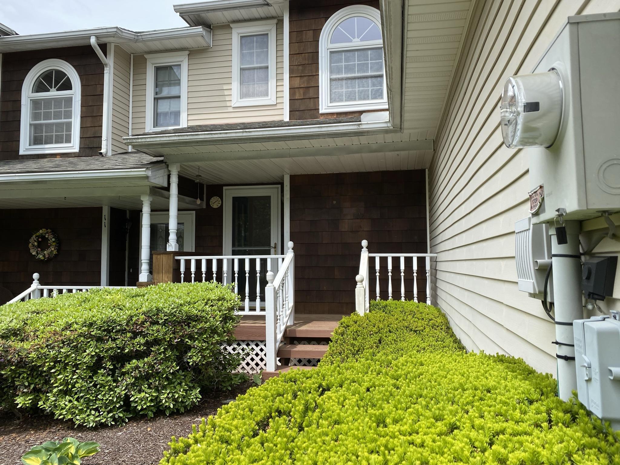 114 Amber Ln Property Photo