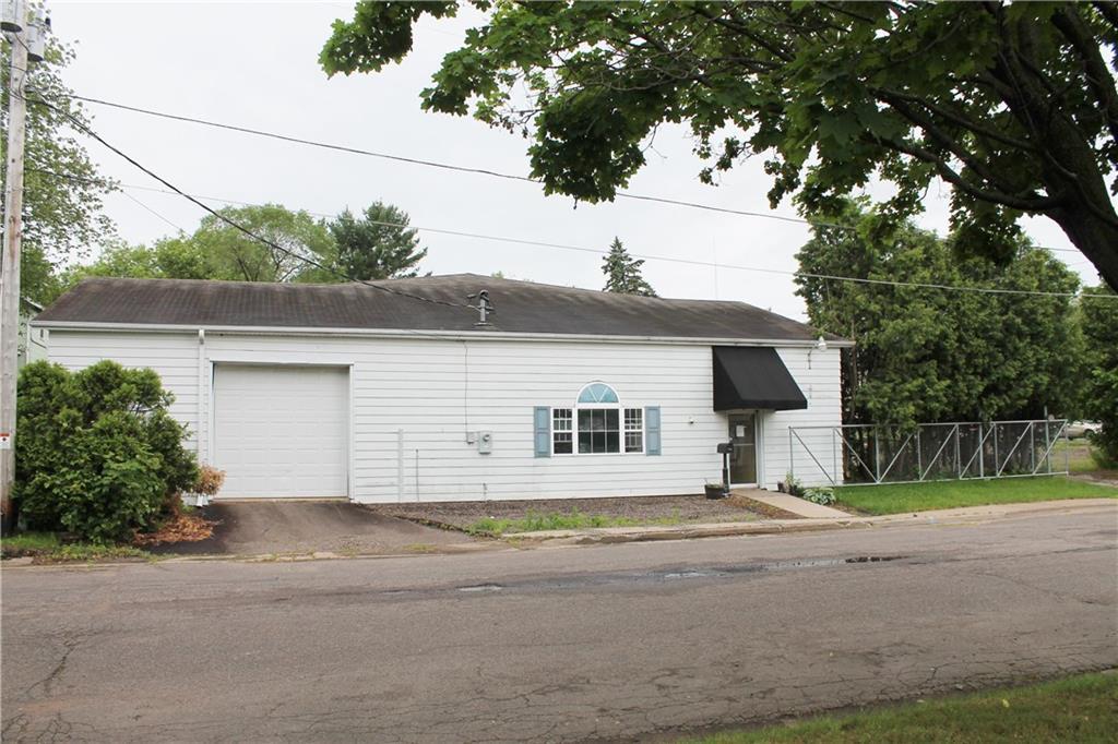 15 E Walnut Street Property Photo