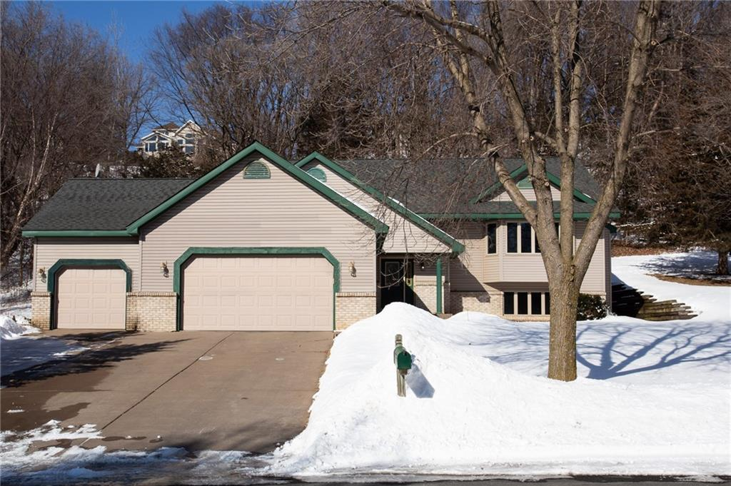 1785 Golf View Drive, River Falls, WI 54022 - River Falls, WI real estate listing