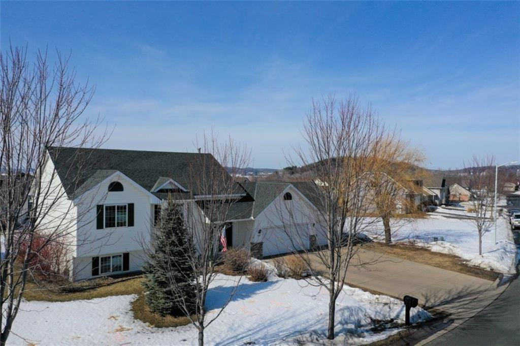 1627 Valley Quail Drive, River Falls, WI 54022 - River Falls, WI real estate listing