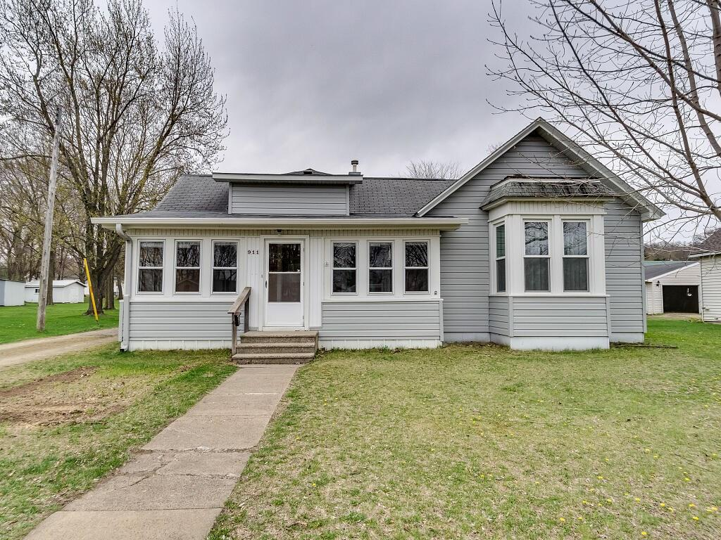 911 E Prospect Street Property Photo - Durand, WI real estate listing