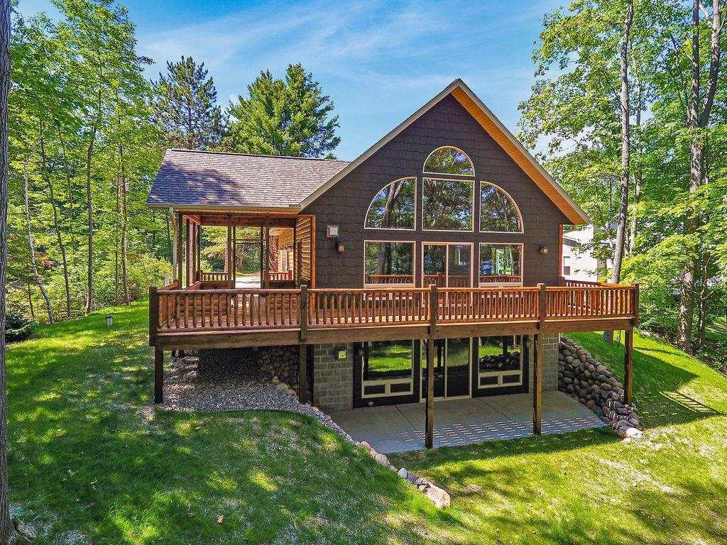 6450 N Lake Drive Property Photo - Stone Lake, WI real estate listing