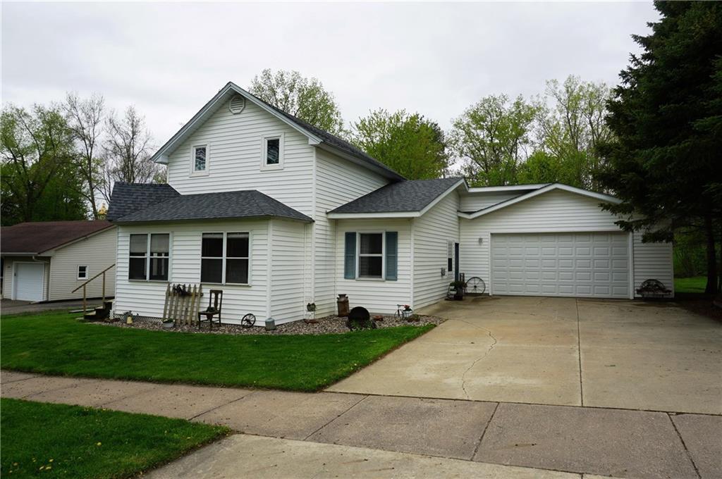 271 N Grant Street Property Photo - Ellsworth, WI real estate listing