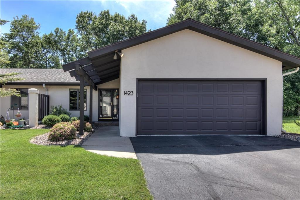 1423 Knollwood Trail Property Photo - Altoona, WI real estate listing