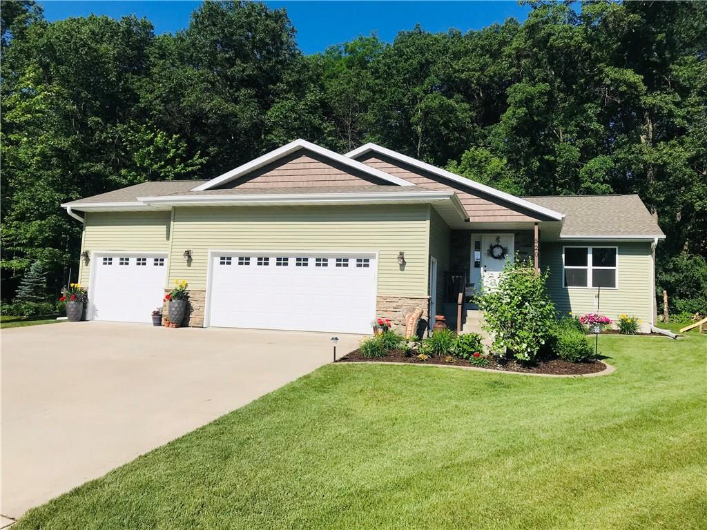 520 Otter Creek Place Property Photo - Altoona, WI real estate listing