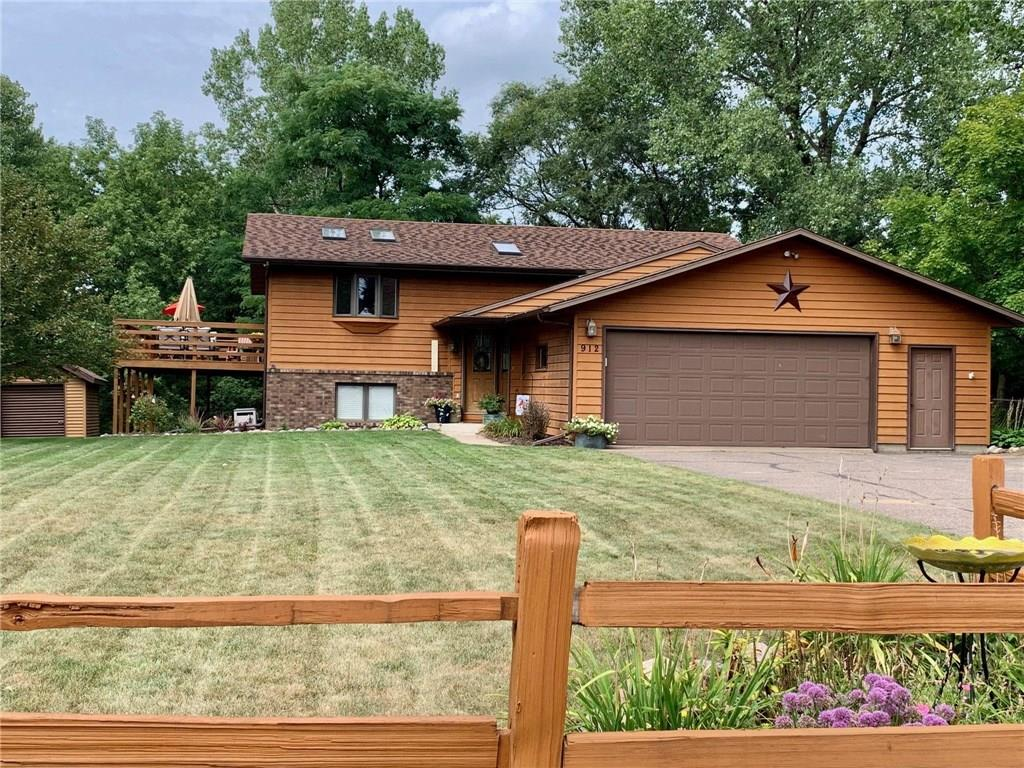 912 Radcliffe Avenue Property Photo - Altoona, WI real estate listing