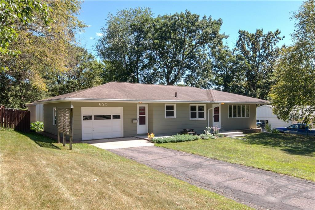 625 Oakwood Drive Property Photo - Durand, WI real estate listing