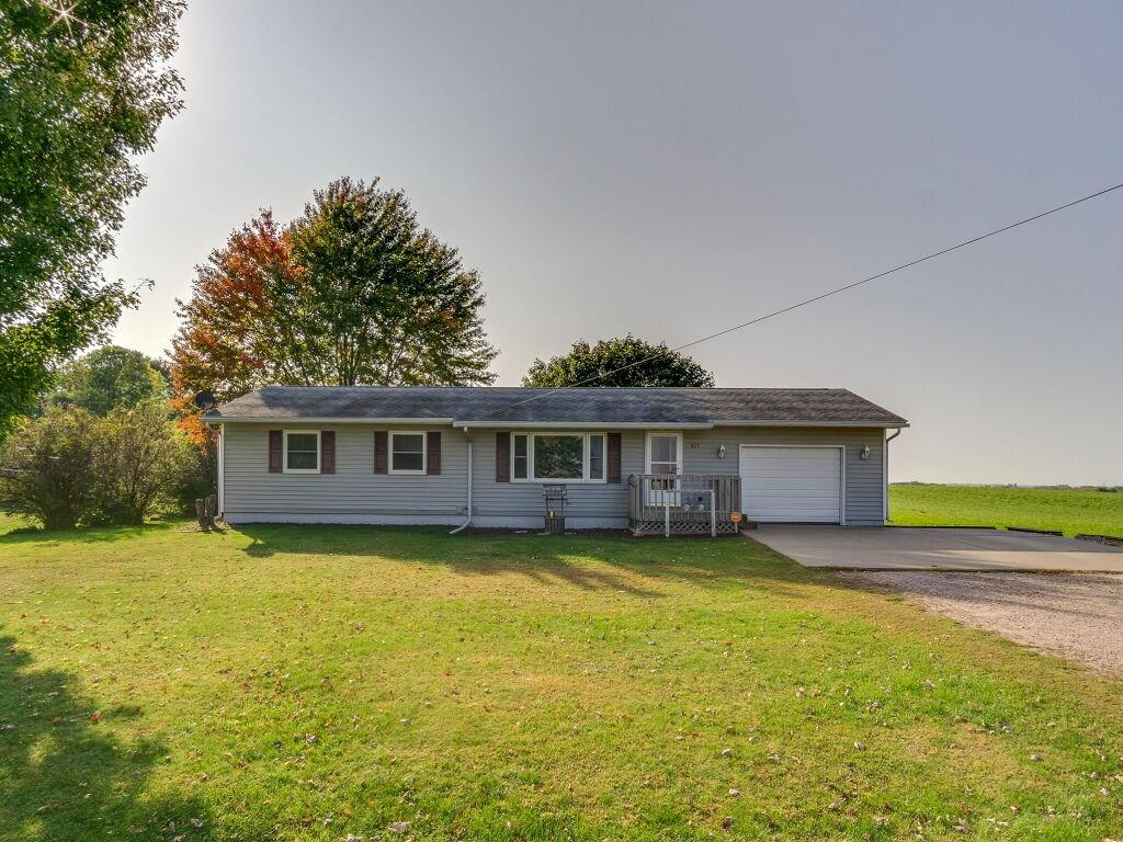 815 Pease Street Property Photo - Augusta, WI real estate listing