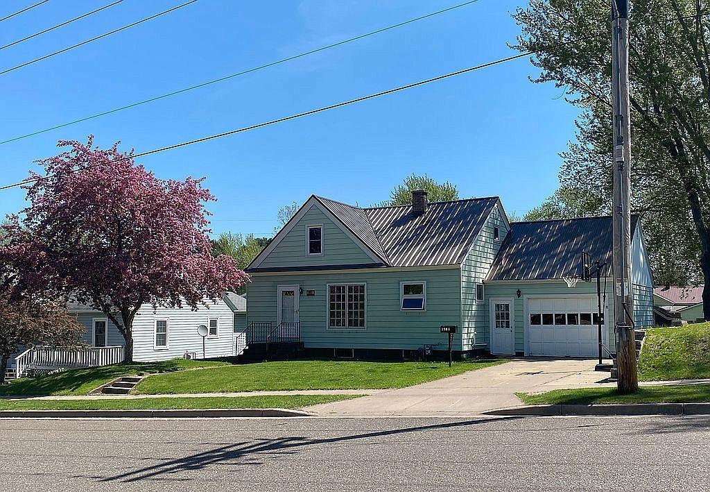 1908 Ivy Street Property Photo - Bloomer, WI real estate listing