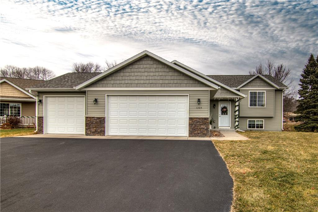 1305 Whistling Straits Court Property Photo - Altoona, WI real estate listing