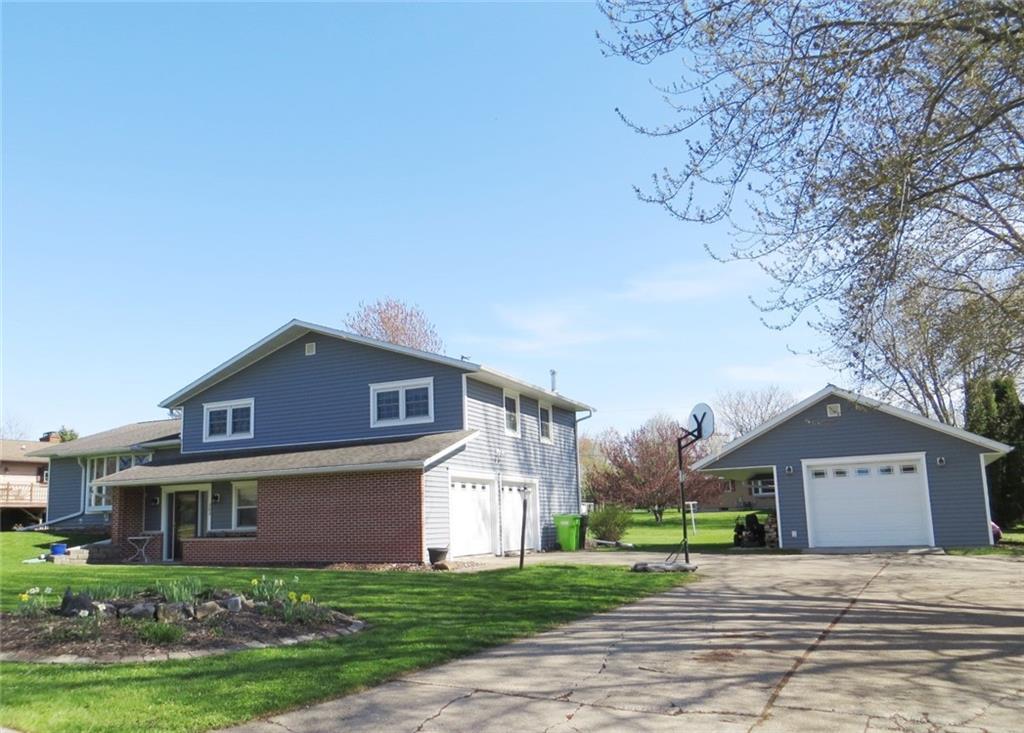 303 W Maple Street Property Photo