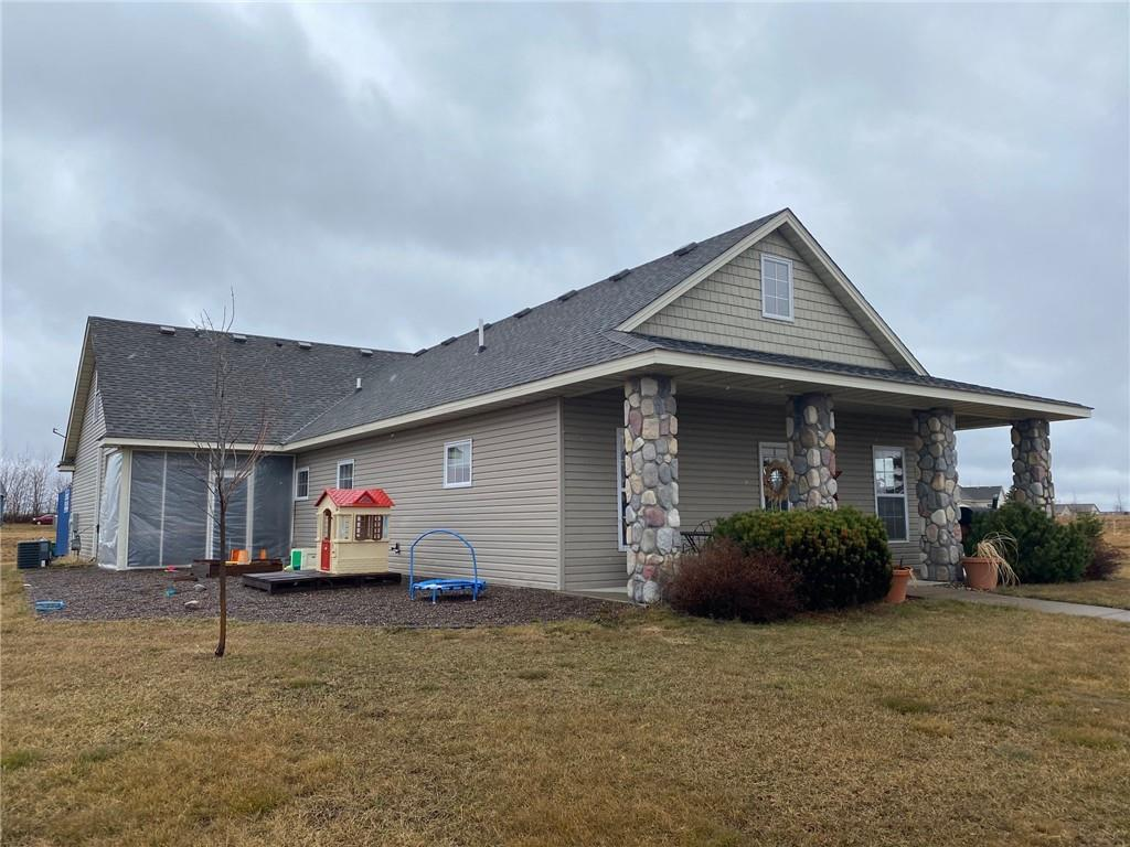 341 Gateway Parkway Property Photo - Osceola, WI real estate listing